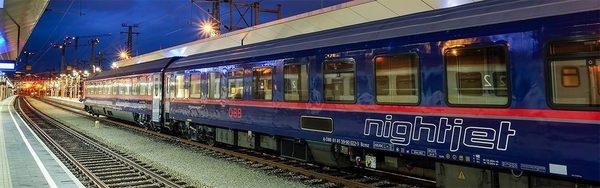 Nightjet-Bahnhof-Nacht.jpg